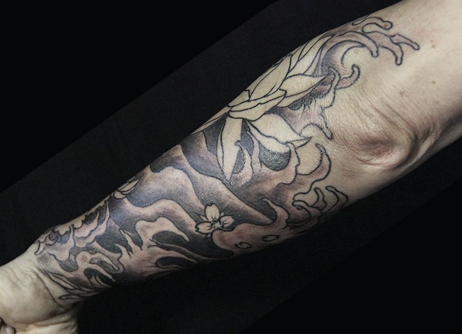 ombrages eau fleurs asiatique tattoo