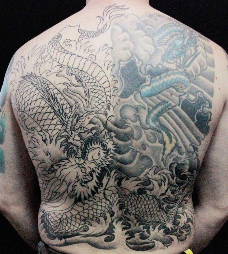 tattoo dragon asiatique en cours d'ombrage.