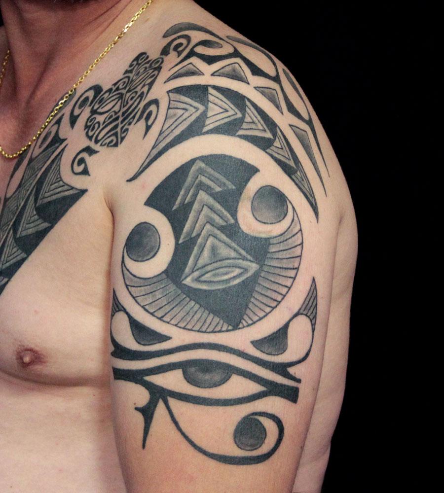 cover polynésien avec tortue et oeil d' horus